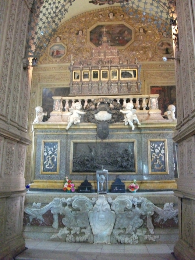 Old Goa - tomb of St Francis Xavier