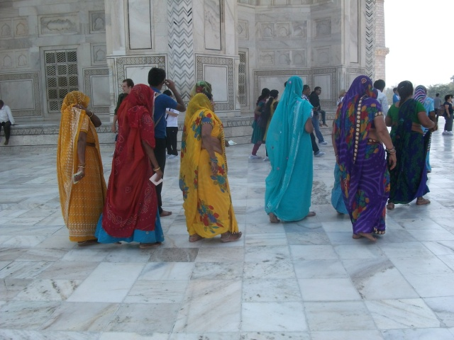 the Taj Mahal makes a great backdrop for colourful saris