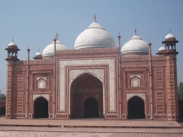 Taj Mahal - the flanking 'guesthouse'